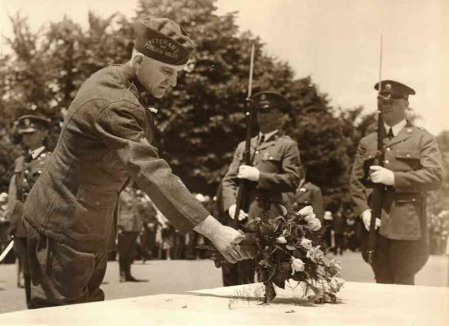 Edward Younger recreating his selection of the Unknown Soldier on May 30, 1930, at the Tomb of the Unknown in Arlington National Cemetery / From the collection of CV Horos